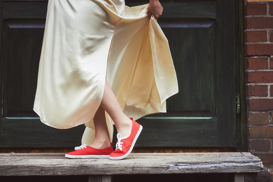 inspiration röda sneakers skor bröllop