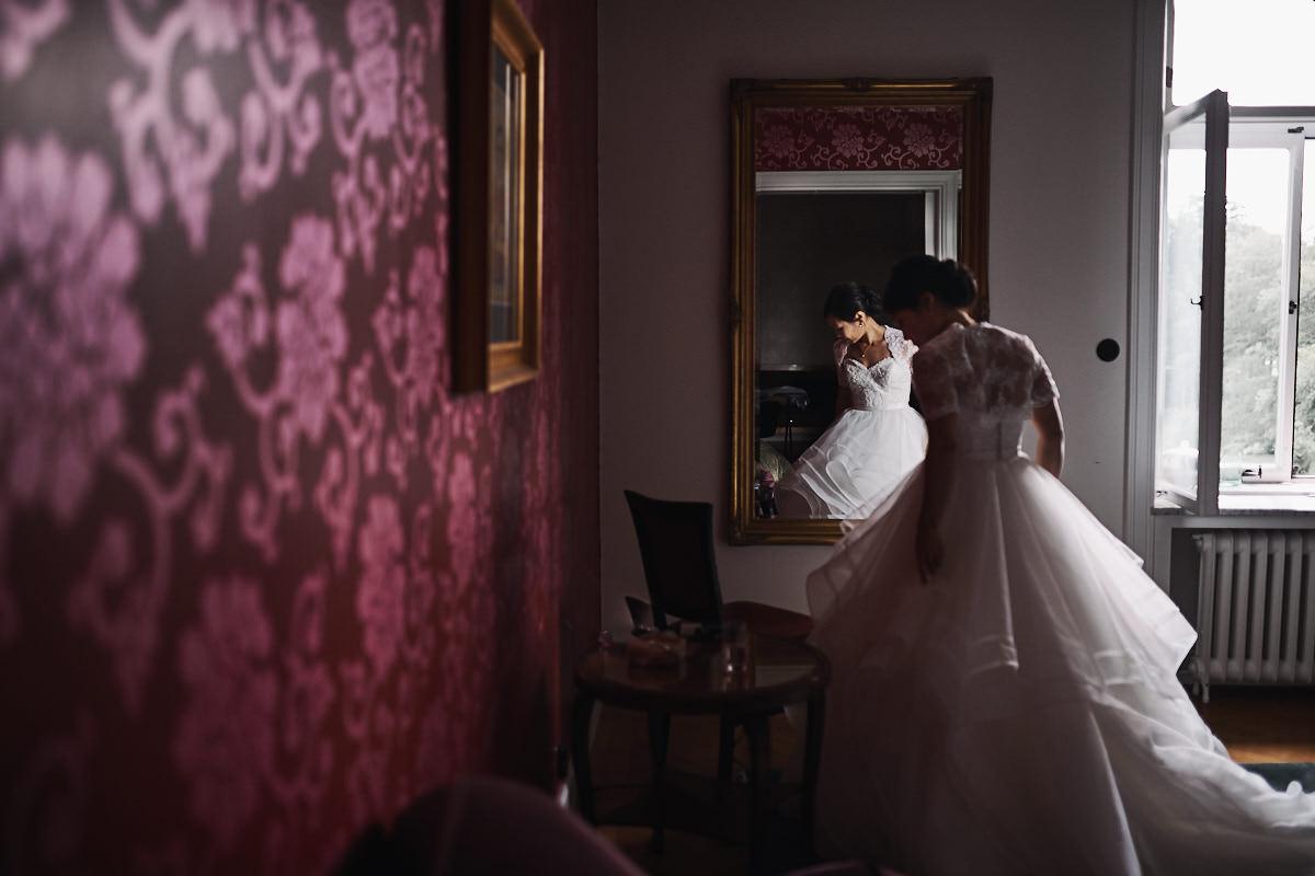 bjertorp slott bröllop förberedelser brud bröllopsfotograf